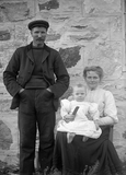 Family group of Lowrie and Lizzie Inkster