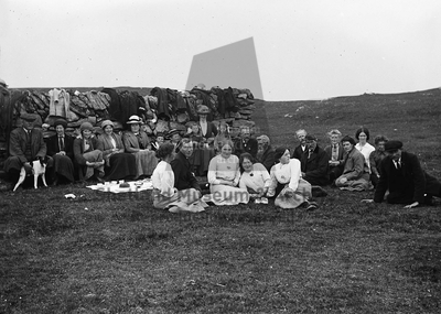 Picnic at the pund, Whiteness
